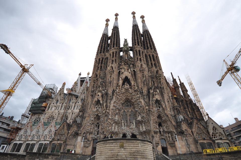 Famous architects architecture photographer france for Antoni gaudi sagrada familia architecture